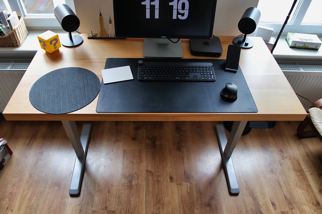 standing or motorized desk